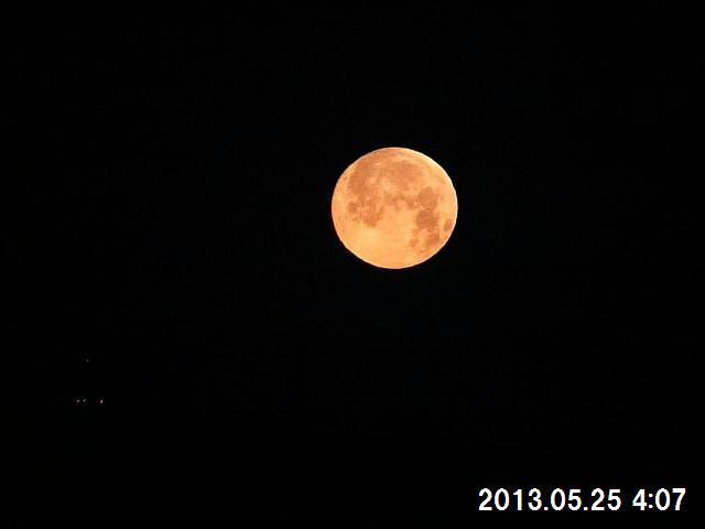月が山に沈む魅力