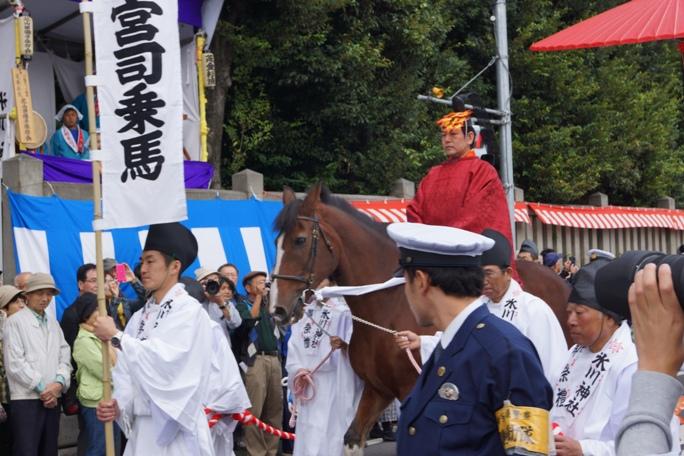 氷川神社 宮司乗馬 20131019A
