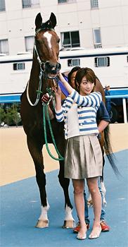 【朗報】メジロライアンが函館競馬場で元気な姿を披露