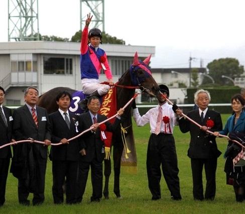 エリザベス女王杯(京都・G1) 2冠牝馬が古馬も撃破!中団追走メイショウマンボ(武幸)直線外から鮮やか差し切ってG1・3勝目!