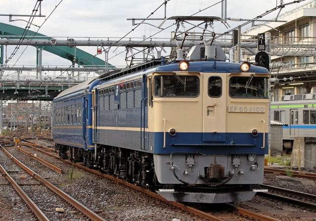 EF65-1105+オハネフ25-215 OM出馬
