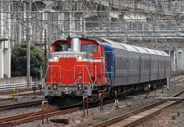 DD51 895 試9601レ