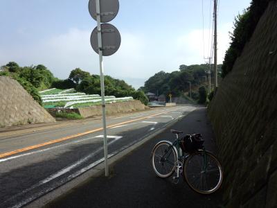 松輪に通じる坂