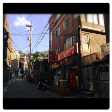 大通りから一歩踏み込むとレトロな韓国が。