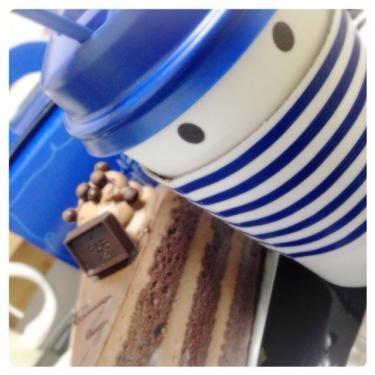パリバケのホットコーヒーとチョコレートケーキ