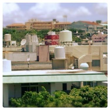 沖縄県の家の上に現れた未確認飛行物体(笑)ではなく貯水タンクです