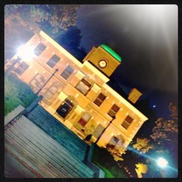 建国大学 夜の校内