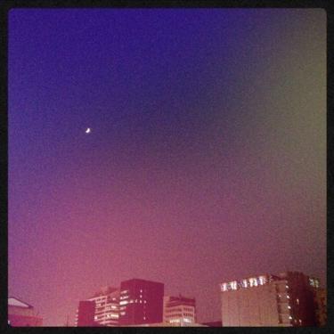 홍대역(ホンデ駅)からみた今日の日没後の空