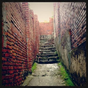 月に近い場所へと続く階段。まるで迷路のようでした