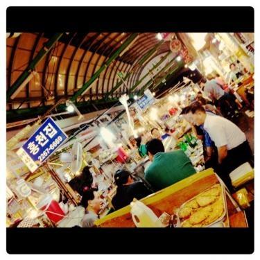 夜の시장(市場)。