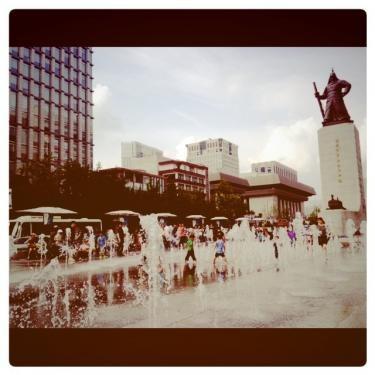 光化門広場前は今日も賑わってました