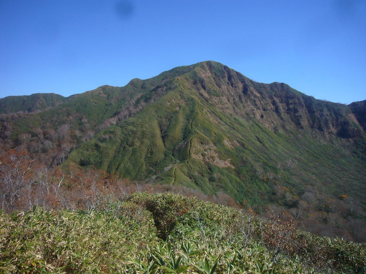 杓子岳の下りから経ヶ岳 H26.10.29撮影