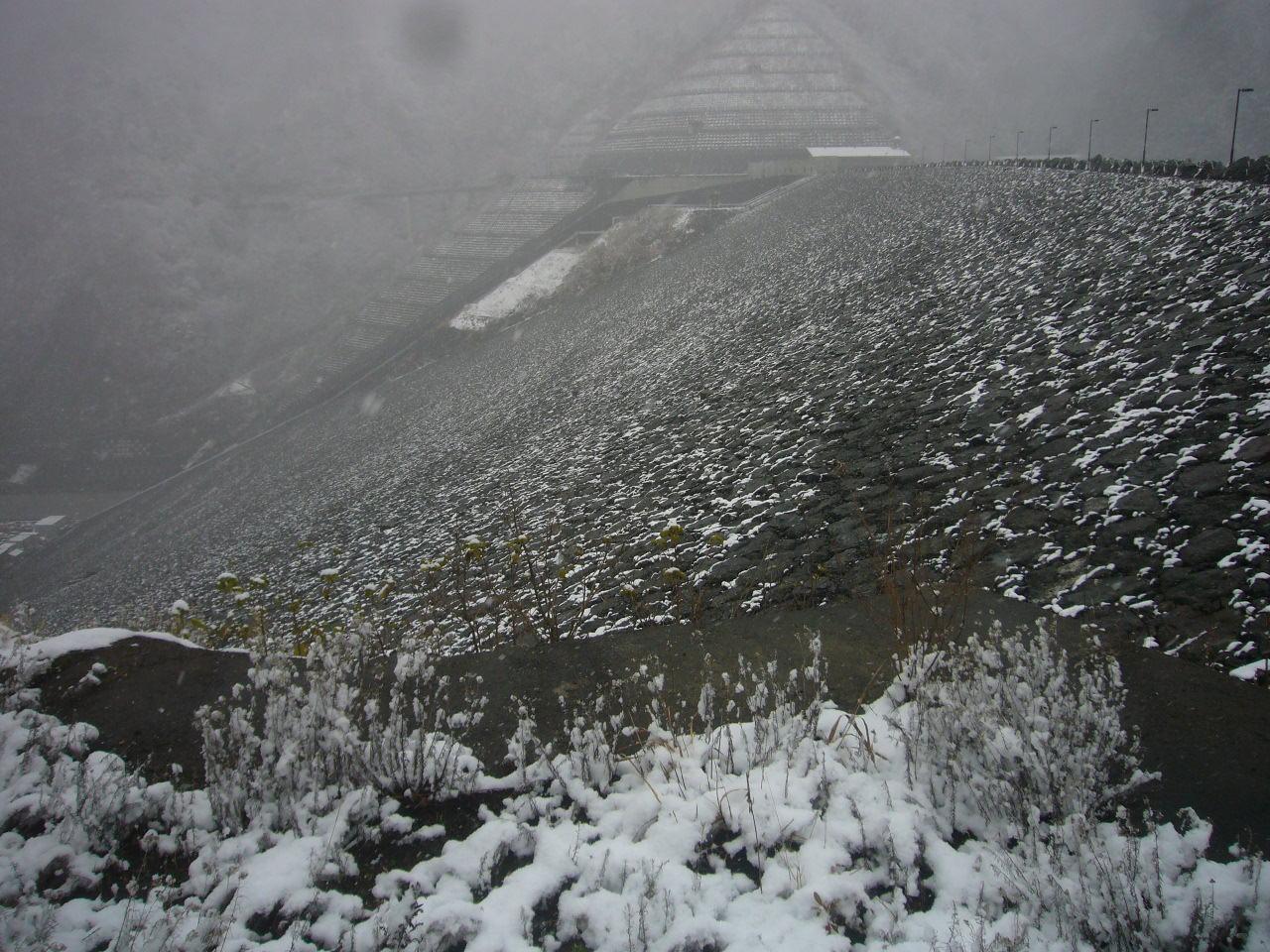 雪の徳山ダム H26.12.02