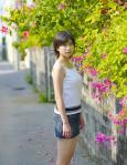 南沢奈央 セクシー キャミソール デニムミニスカート カメラ目線 ショートヘア 高画質エロかわいい画像15