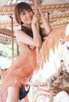 大島麻衣 セクシー メリーゴーランド木馬 またがり 棒握り 笑顔 カメラ目線 ワンピース 擬似手コキ 高画質エロかわいい画像29