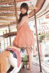 大島麻衣 セクシー メリーゴーランド木馬 棒握り 笑顔 カメラ目線 ワンピース 擬似手コキ 高画質エロかわいい画像30