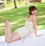 平野綾 セクシー 太もも カメラ目線 声優 笑顔 裸足 爽やか 高画質エロかわいい画像23