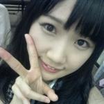 SKE48 新土居沙也加 セクシー 顔アップ ピース カメラ目線 笑顔 顔射用ぶっかけ用オナペット写真 高画質エロかわいい画像2