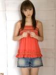 小倉優子 セクシー ショートパンツ カメラ目線 キャミソール ロリータフェイス 高画質エロかわいい画像38