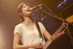 宮崎あおい セクシー 口開け 汗 ギター マイク ライブ 映画ソラニン エロかわいい画像1