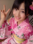 HKT48 田島芽瑠 セクシー 浴衣姿 ピース 顔アップ 笑顔 カメラ目線 中学生アイドル 高画質エロかわいい画像1