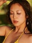 辰巳奈都子 セクシー 黄色ビキニ水着 顔アップ 水浴び 濡れている 擬似顔射 目を閉じている 誘惑 高画質エロかわいい画像33