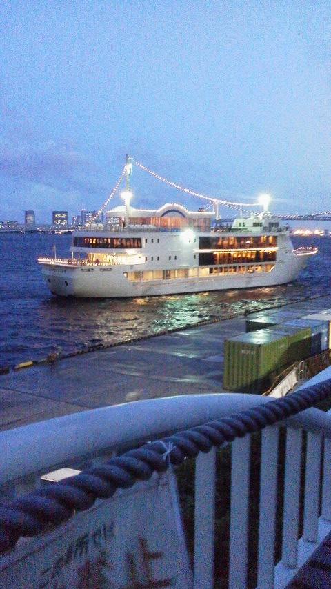 船上ディナー外観