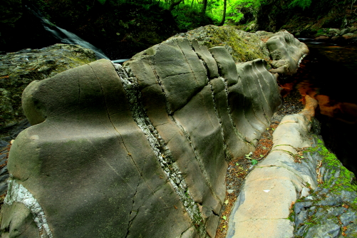 蛇石の蛇腹の部分