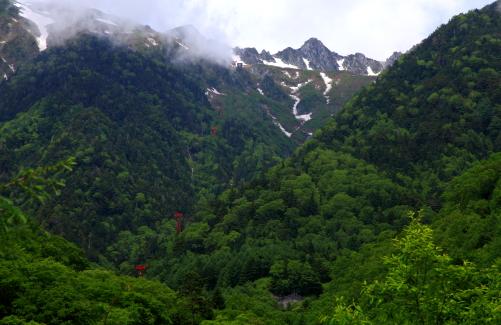 バス路線の中間辺りから宝剣岳が見えました