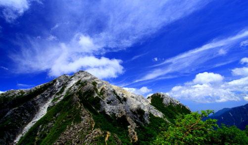 雲の映える東駒ヶ岳