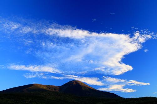 雲と蓼科山の夕景