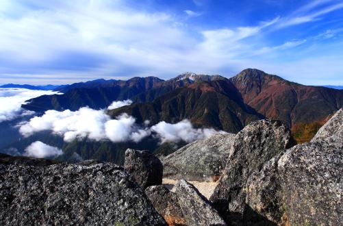 岩稜と白鳳三山