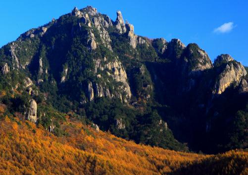 屹立する岩峰群