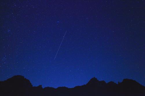 ミズガキ山と星空