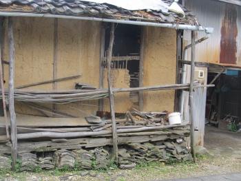 壊れた納屋