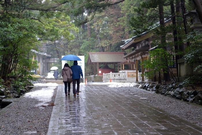 雨の神社-1