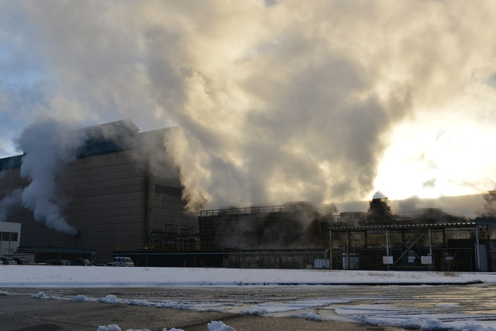工場の煙-1
