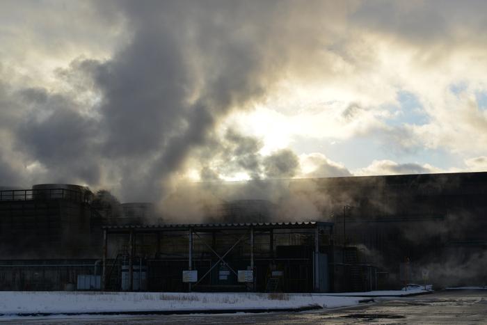 工場の煙-2