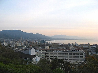 800px-Otsu_city_at_break_of_dawn.jpg