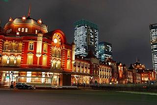 800px-Tokyo_station_from_marunouchi_oazo.jpg