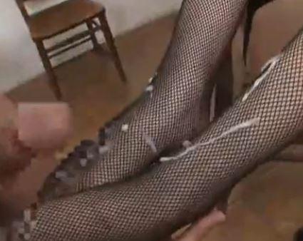 大きな足裏の司ミコトがガーターストッキングで足コキ足射のサンプル足フェチDVD画像6