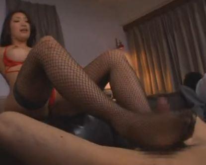 寸止め変態痴女の小早川怜子が網タイツ美脚で足コキのサンプル足フェチDVD画像3