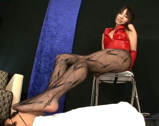 女王様の柄網タイツの足コキで大量射精する足フェチM男のサンプル足フェチDVD画像1