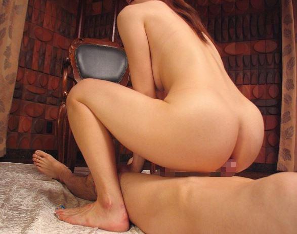 桐原エリカの生足美脚足コキや美尻の尻コキで大量射精のサンプル足フェチDVD画像5