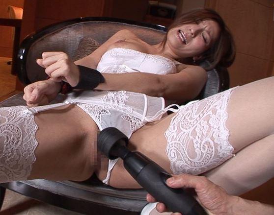 エロい下着の美女に中出しガーターストッキング着衣SEXのサンプル足フェチDVD画像3