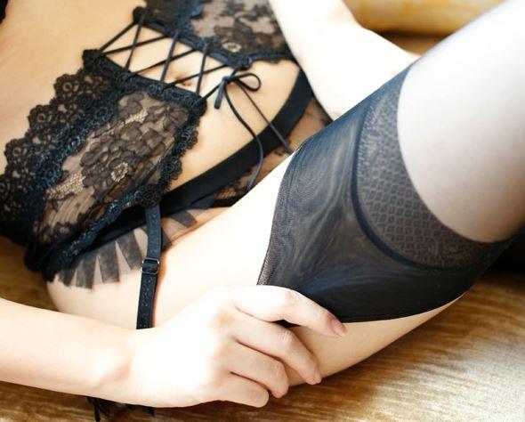 エロい下着の美女に中出しガーターストッキング着衣SEXのサンプル足フェチDVD画像1