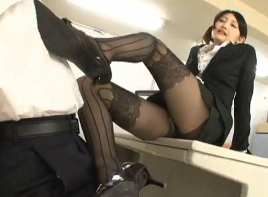エロ過ぎる水嶋あずみの黒パンスト足コキや着衣SEXのサンプル足フェチDVD画像5