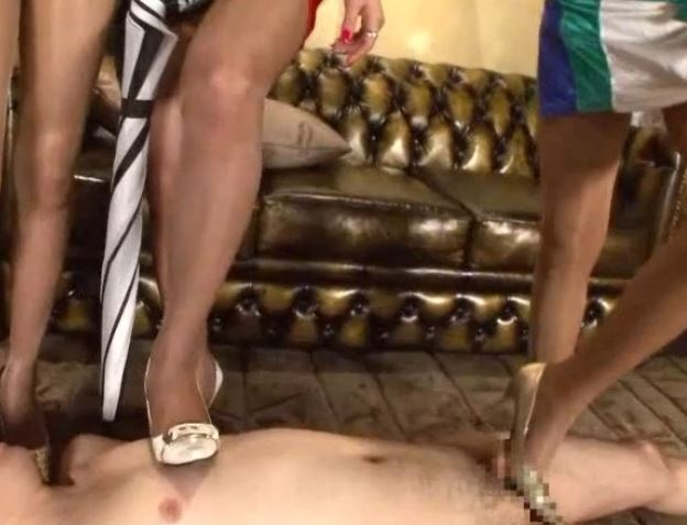 RQが足臭漂うパンスト美脚で足フェチ男を足コキ責めのサンプル足フェチDVD画像2