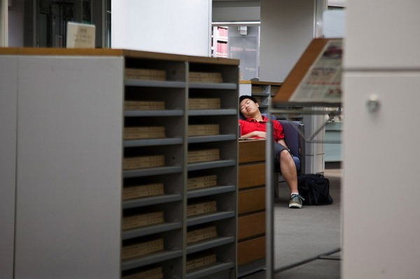 peoplesleepinginlibraries2.jpg