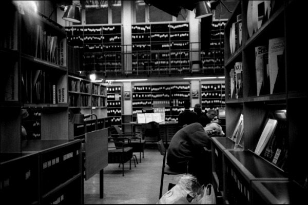 peoplesleepinginlibraries8.jpg